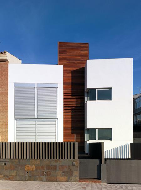 Arac 07 vivienda unifamiliar entre medianeras onda - Fachadas viviendas unifamiliares ...