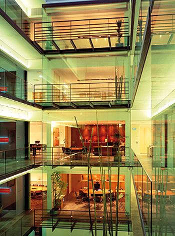 Arac 07 edificio de oficinas para notarias y gestoria for Oficinas bankinter castellon